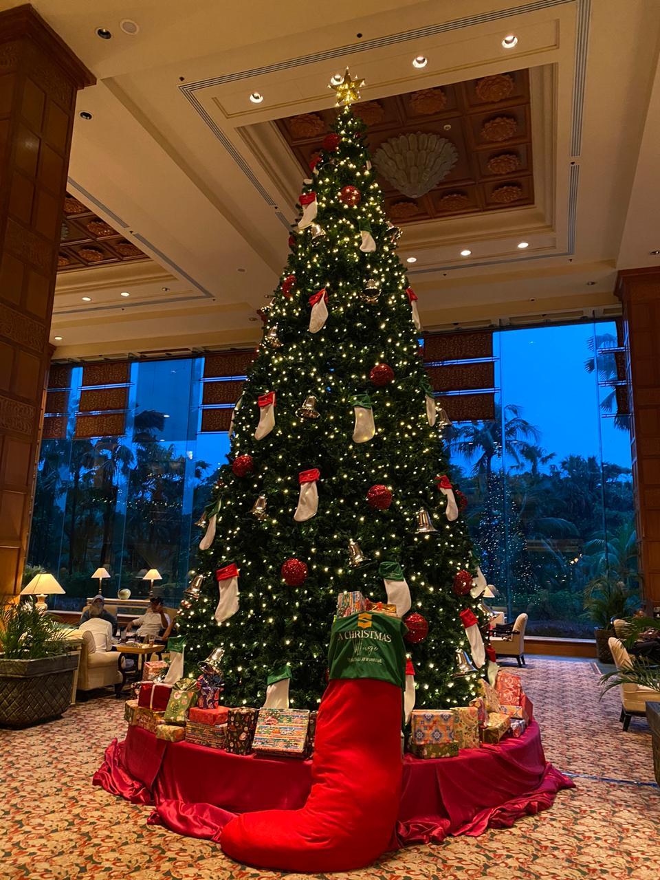 Buat Akhir Tahun Tak Terlupakan dengan Kemeriahan Natal di Shangri-La Hotel Surabaya