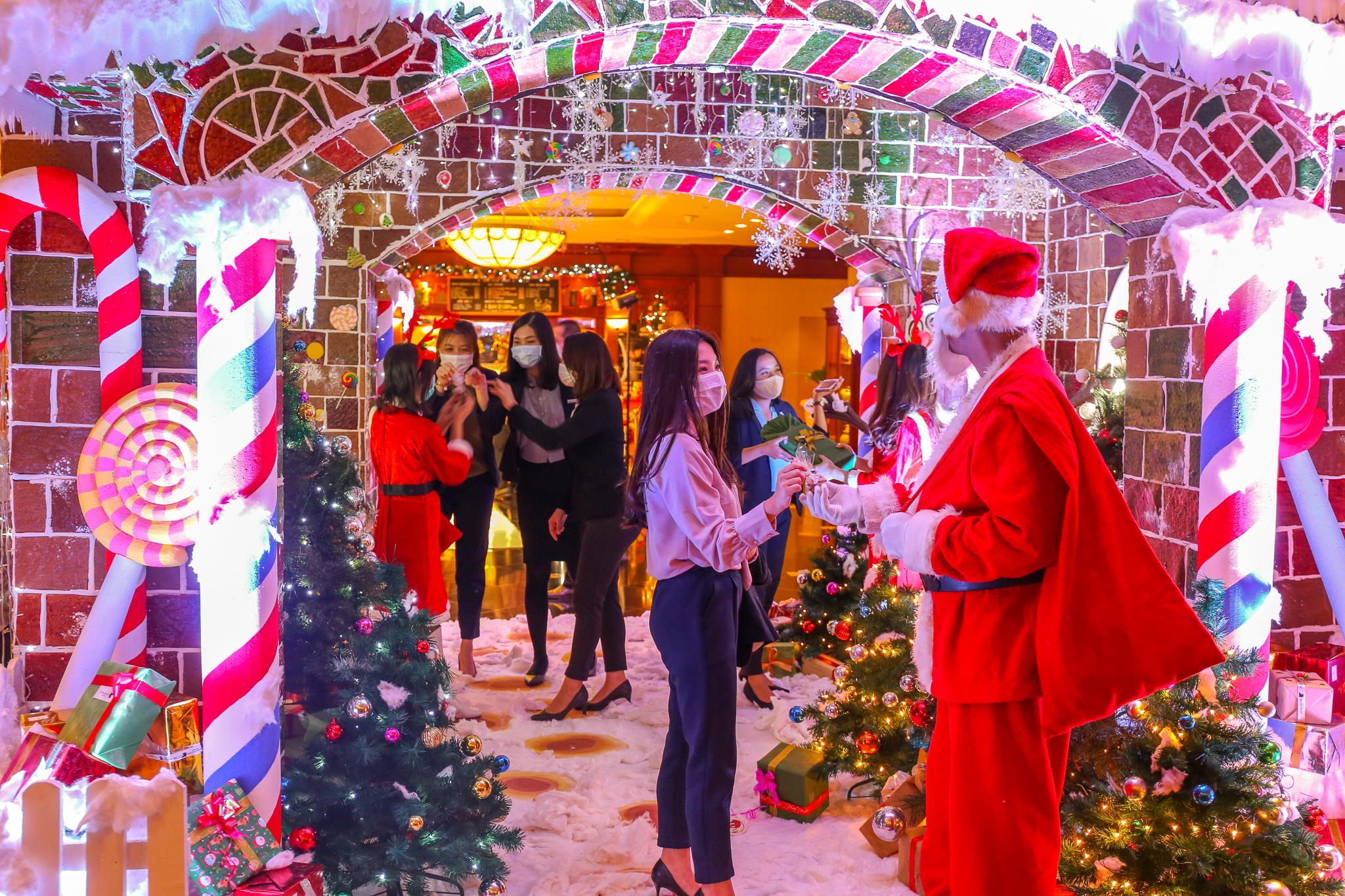 Hadirkan Ginger House Terbesar di Tengah Kota, JW Marriott Surabaya Meriahkan Natal Tahun ini!