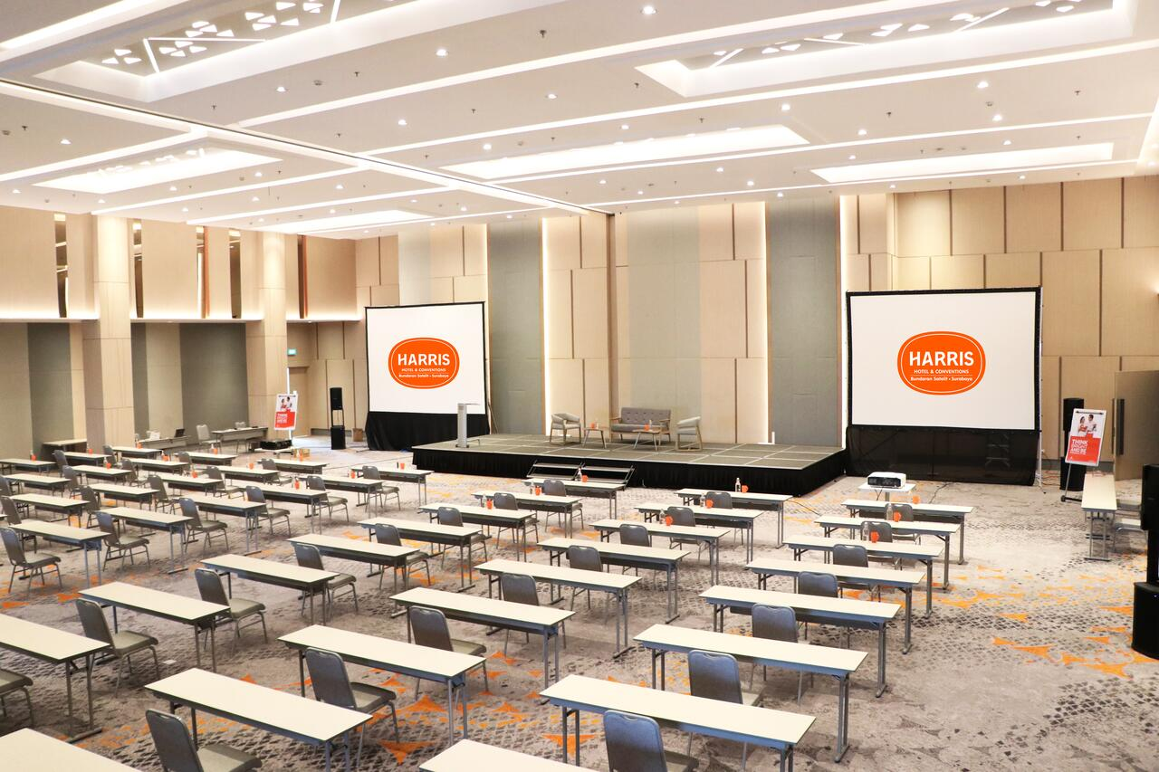 HARRIS Hotel & Conventions Bundaran Satelit Surabaya