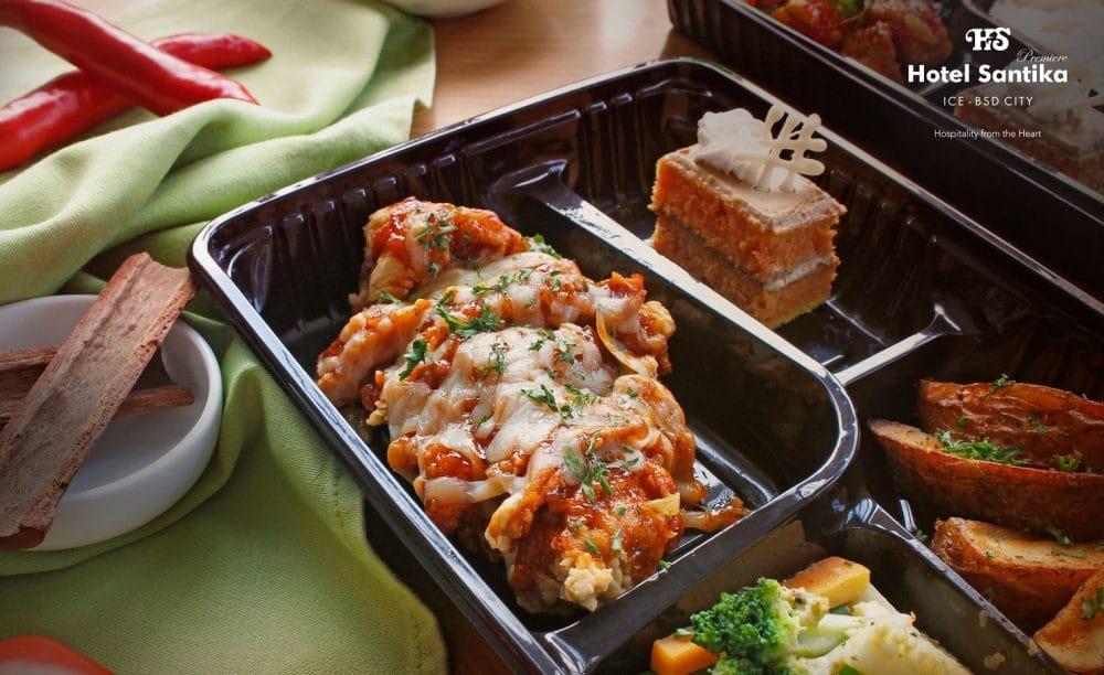 Chicken Steak Berbalut Keju Mozarela di Hotel Santika Premiere ICE