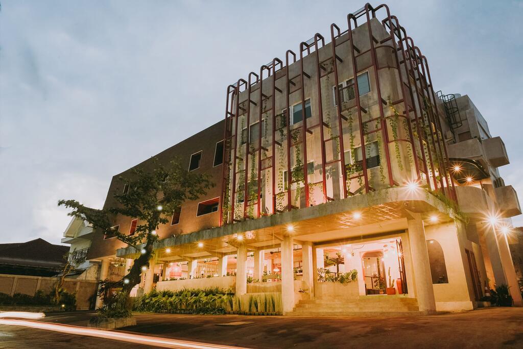 Pana House dan Cafe Keren di Surabaya