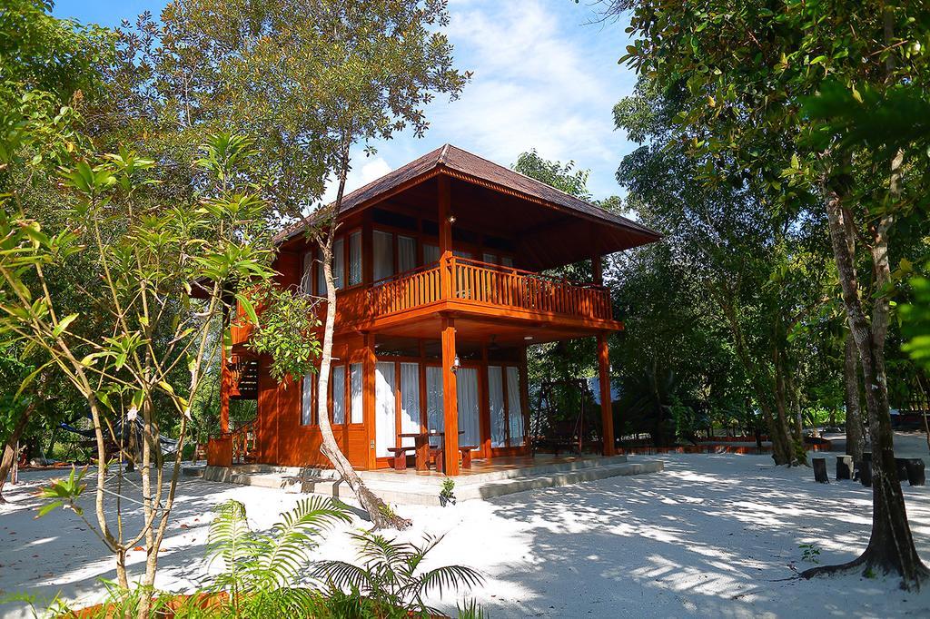 Resor Pulau Leebong