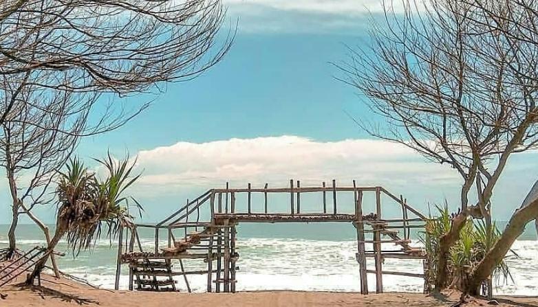 Pantai Goa Cemara - Wisata Romantis Jogja
