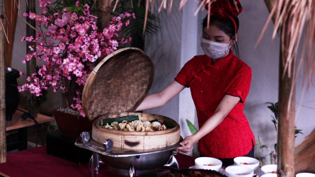 Perayaan Imlek- Quest Hotel Darmo Surabaya