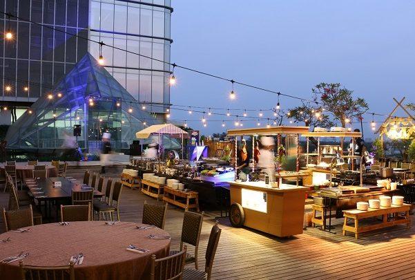 Dinner Romantis, Di Rooftop Hotel Surabaya