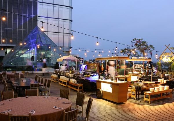 Rooftop Barbecue Dinner ala Vasa Hotel Surabaya