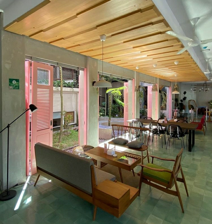 Sudut Cafe - by Helminerina
