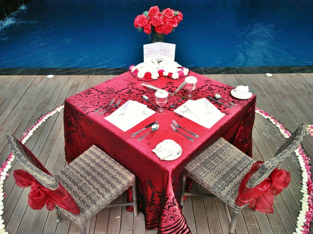 Table Decoration Set Up Romantic Valentine's Day Dinner The Atrium Hotel And Resort
