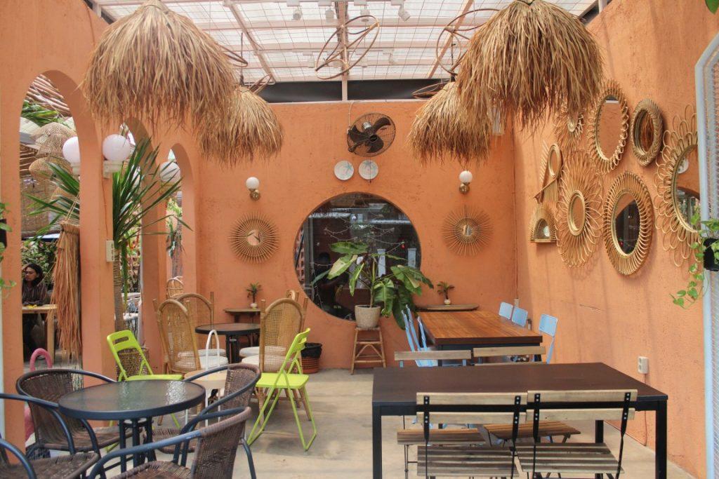 Kafe Instagramable Bergaya Tropis di Surabaya, Yuk Nongki!