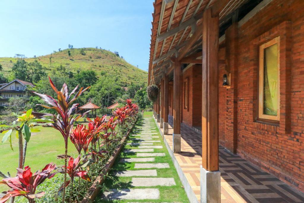 Rekomendasi Villa Untuk Gathering Di Pacet, Mojokerto