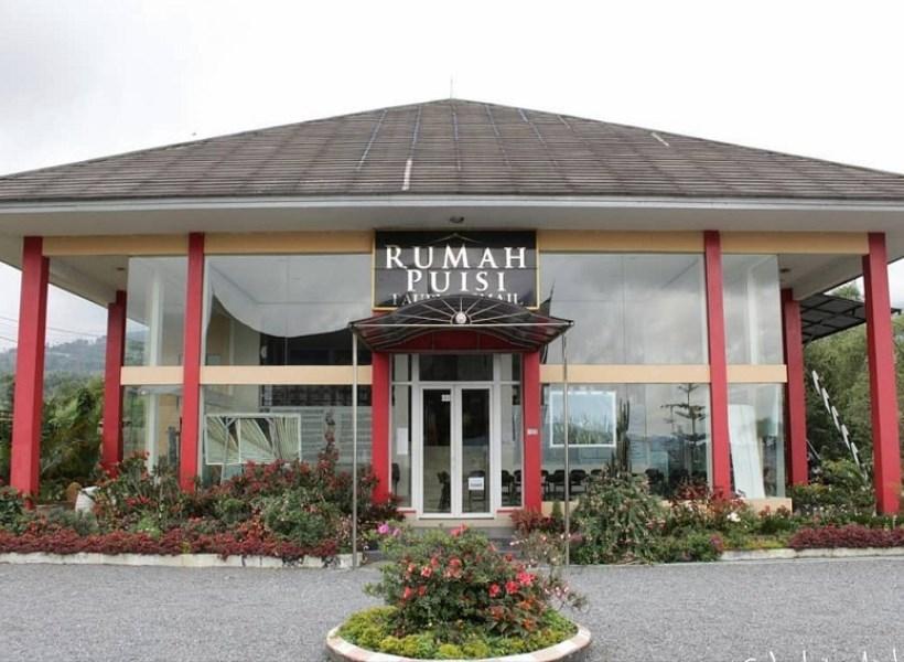 Wisata Rumah Puisi Taufik Ismail, Tanah Datar