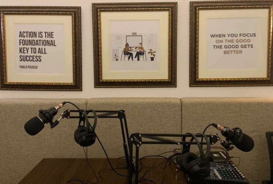 Emang Bisa Bikin Podcast di Hotel?