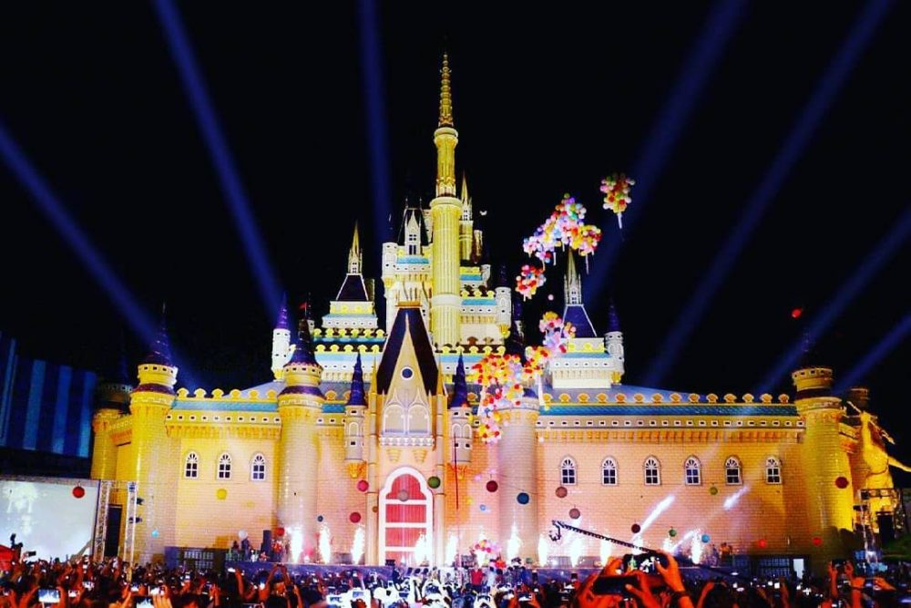 Atlantis Land Bak Disneyland Castle Di Surabaya! Intip Wahana Serunya
