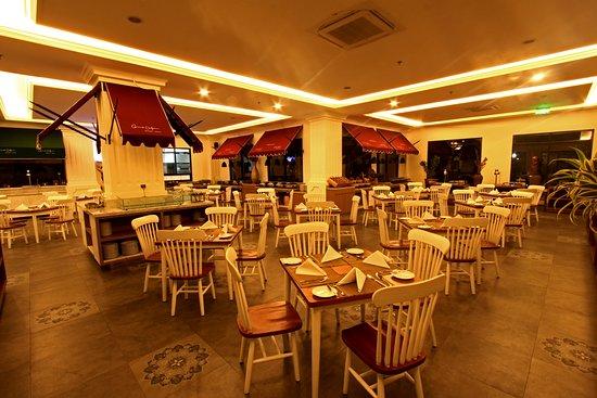 Indoor grandin restaurant