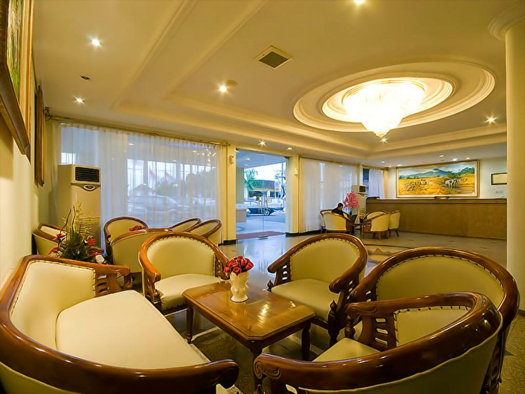 Lobi hotel sinar Surabaya (Bintang 1)