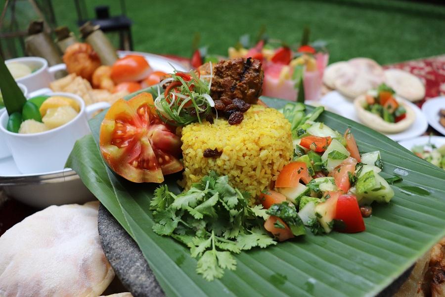Nasi Kebuli dan Roasted Arabic Chicken dalam Sajian Taman Ramadhan - Hotel GranDhika Indonesia