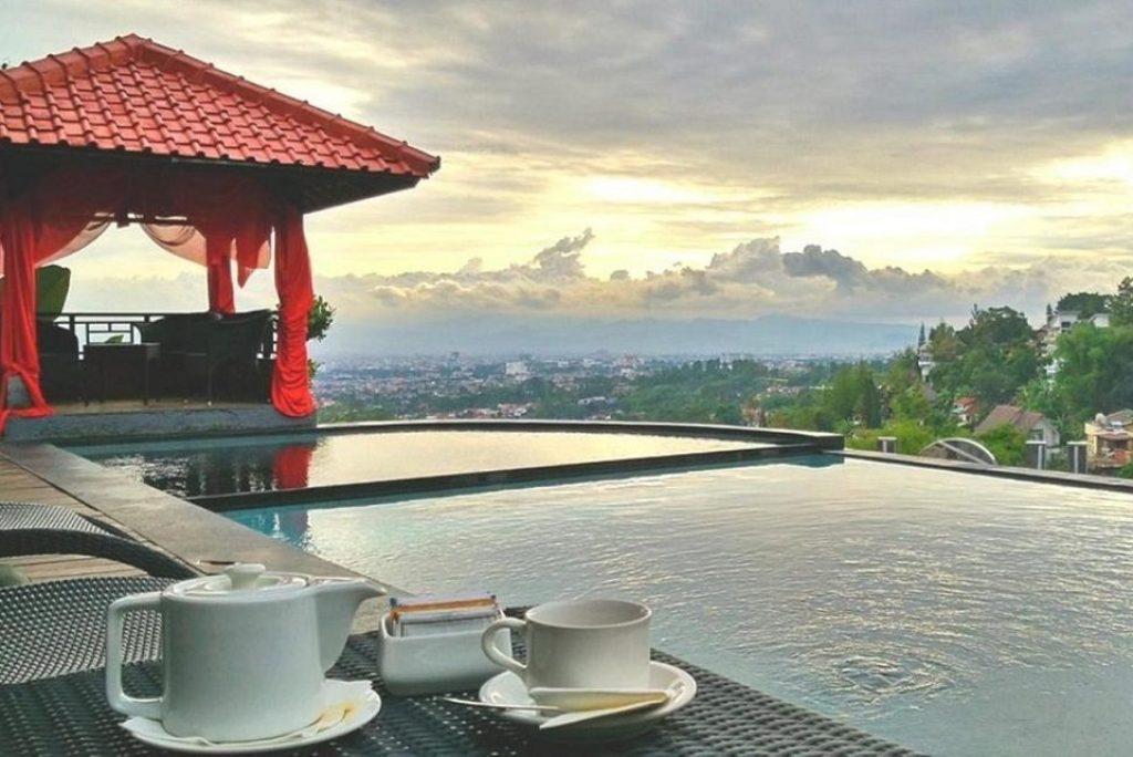 Inilah 5 Hotel di Bandung dengan Infinity Pool yang Cocok untuk Healing