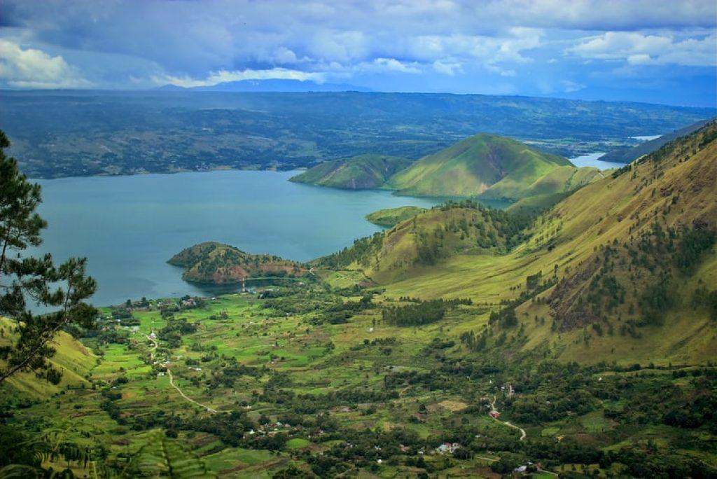 5 Hotel untuk Staycation yang Menawarkan View Danau Toba