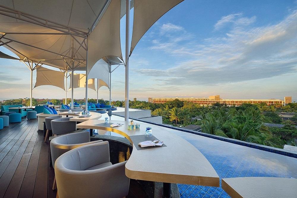 5 Rekomendasi hotel dengan rooftop cafe dan restaurant terbaik di Bali
