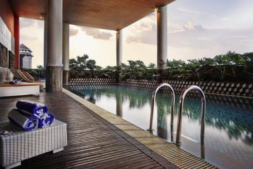 Nikmati Staycation dengan Rooftop Pool di 5 Hotel Ini!