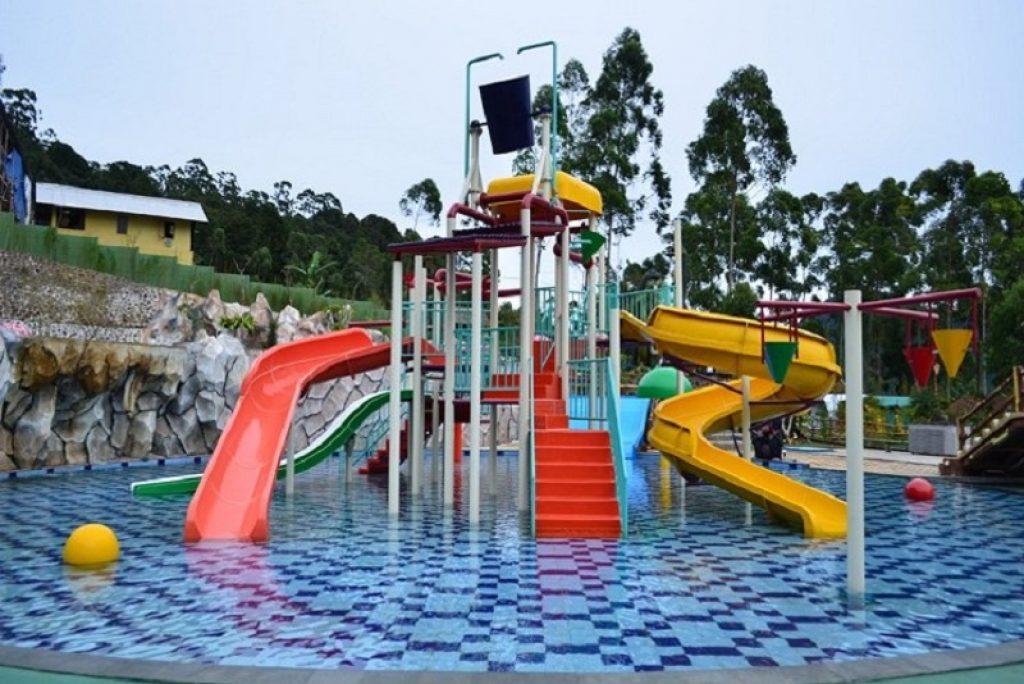 Asik banget! Inilah 5 rekomendasi penginapan di Bandung dengan kolam renang waterpark