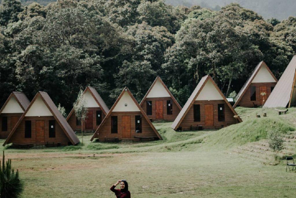 Nggak Perlu Jauh-Jauh ke Jepang, Sakura Hills Tawangmangu Penginapan dan Wisata Suasa Jepang