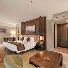 Nikmati Akhir Pekan di Swimming Pool Quest Hotel Darmo Surabaya