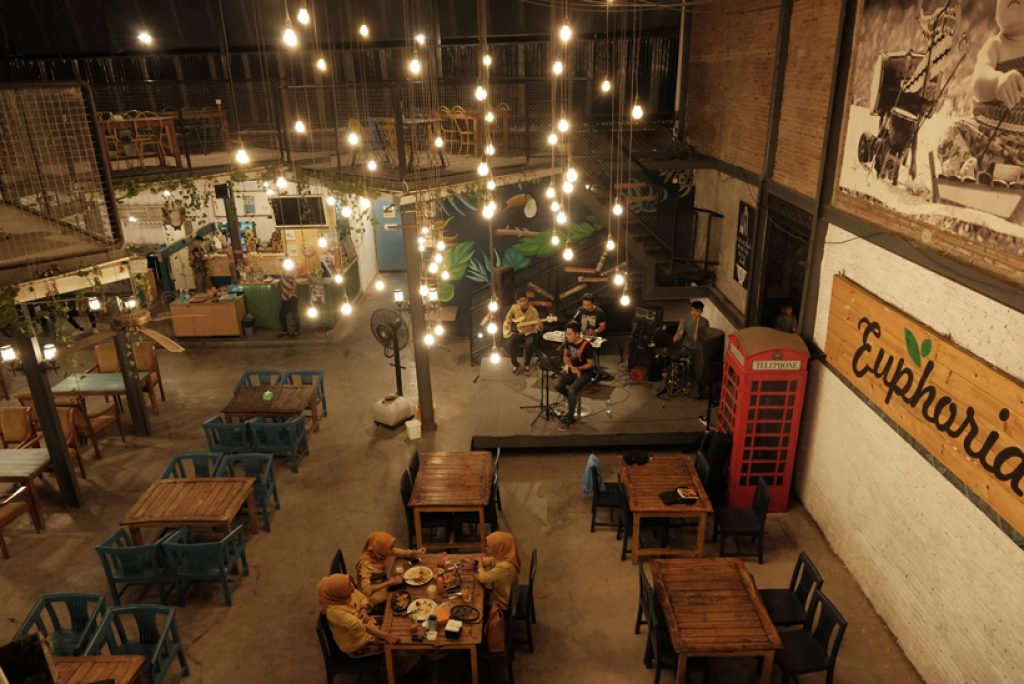 Kalau Ke Solo, Cobain makan di Casual Dining yang ada di Kota Asal Pak Jokowi ini ya!