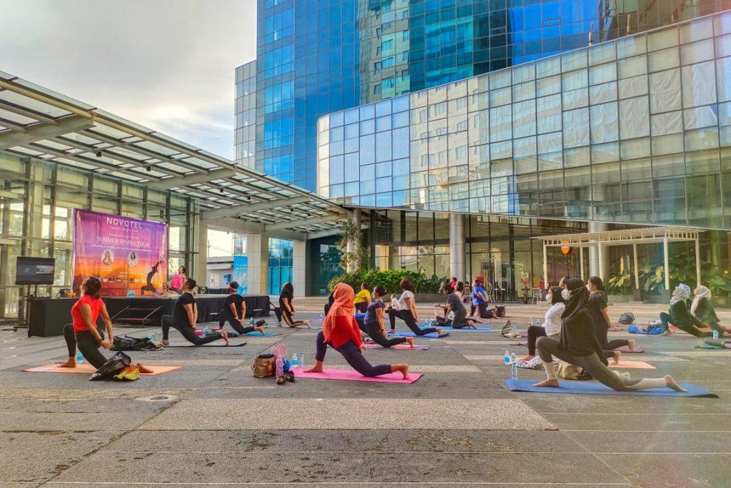 International Yoga Day 2021, Novotel Samator Gelar Sunset Yoga untuk Pulihkan GERD