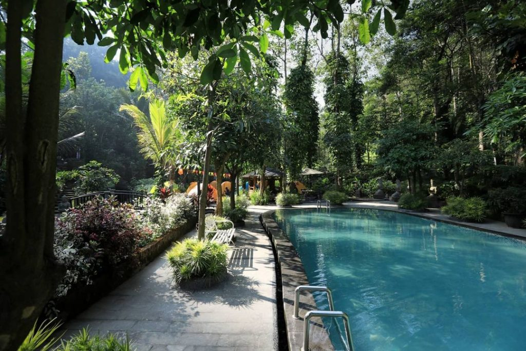 Kolam Renang Lembah Tumpang Resort
