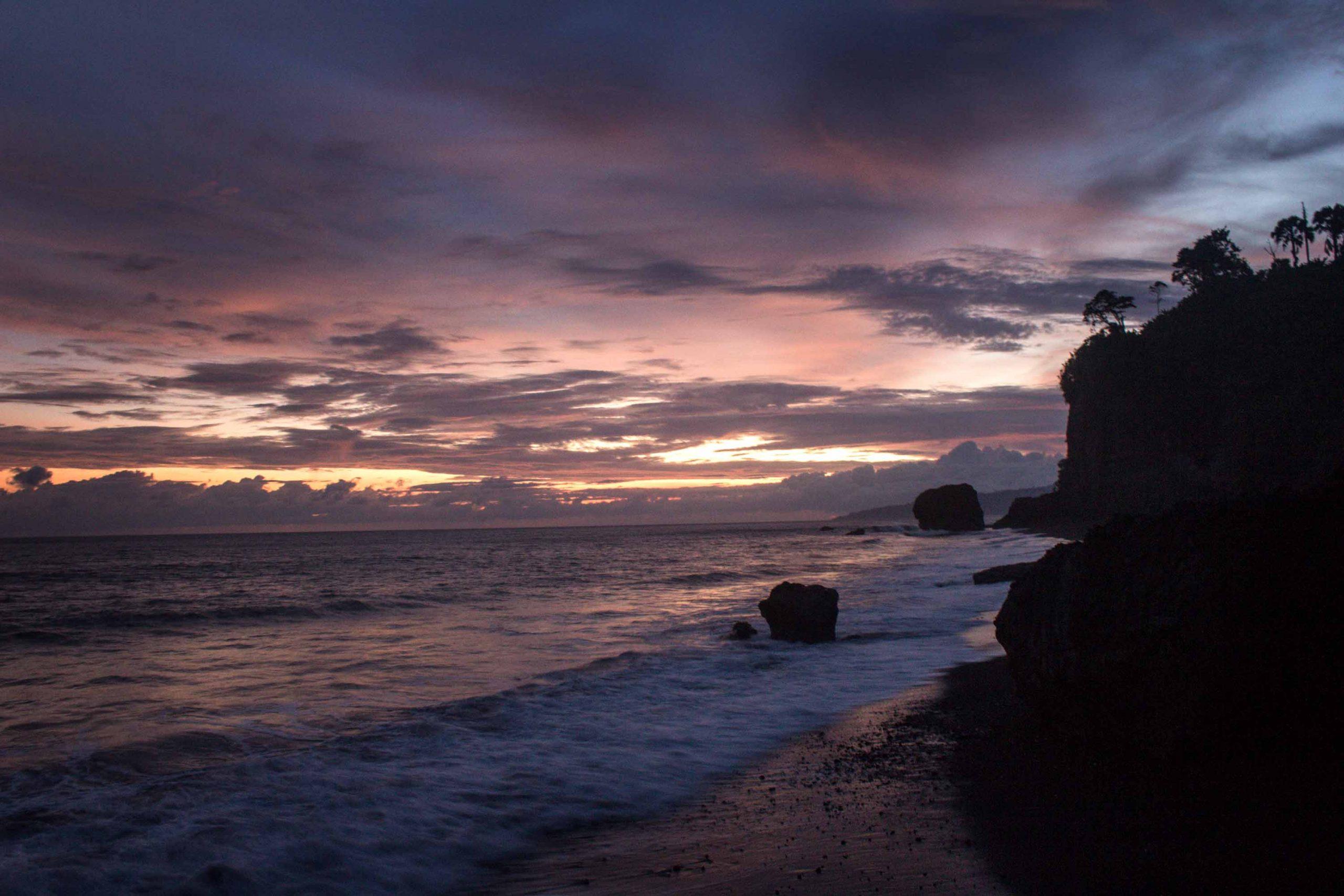 Pantai Watu Pecak Lumajang