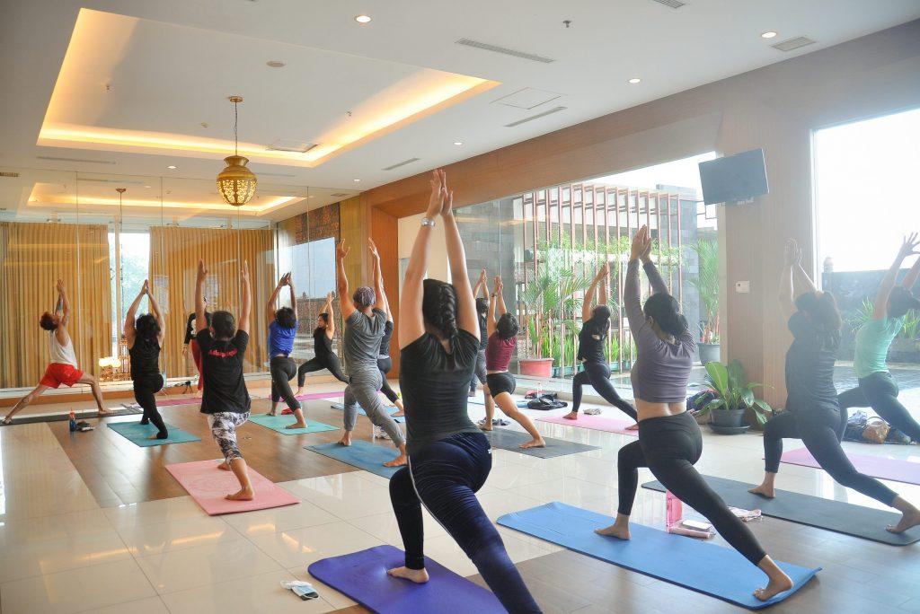 Peringati Hari Yoga Sedunia Bersama The Atrium Hotel and Resort Gandeng Ashtanga Jogja