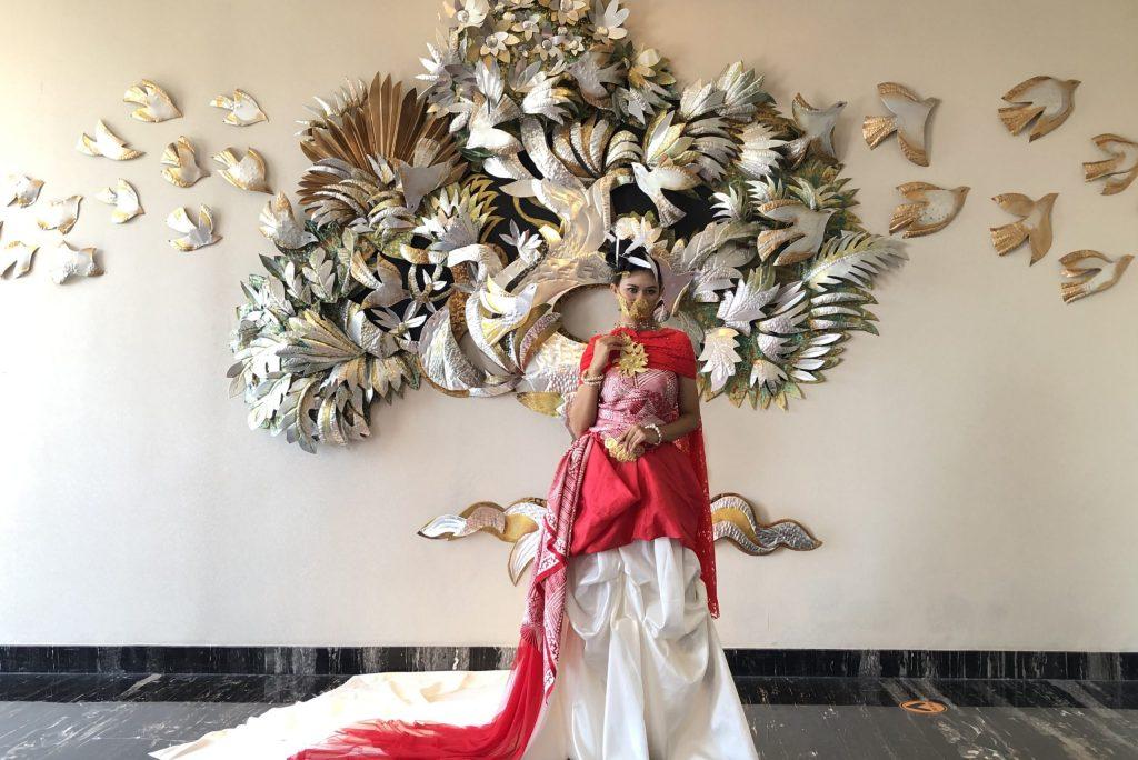 Parade Merah Putih Karya Embran Nawawi Sambut HUT RI ke-76 di Royal Tulip Darmo Surabaya