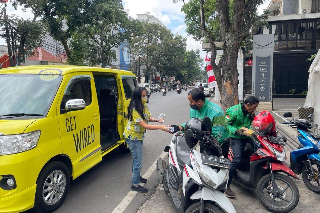 Berbagi kebaikan dengan Charity Box YELLO Hotel Paskal Bandung