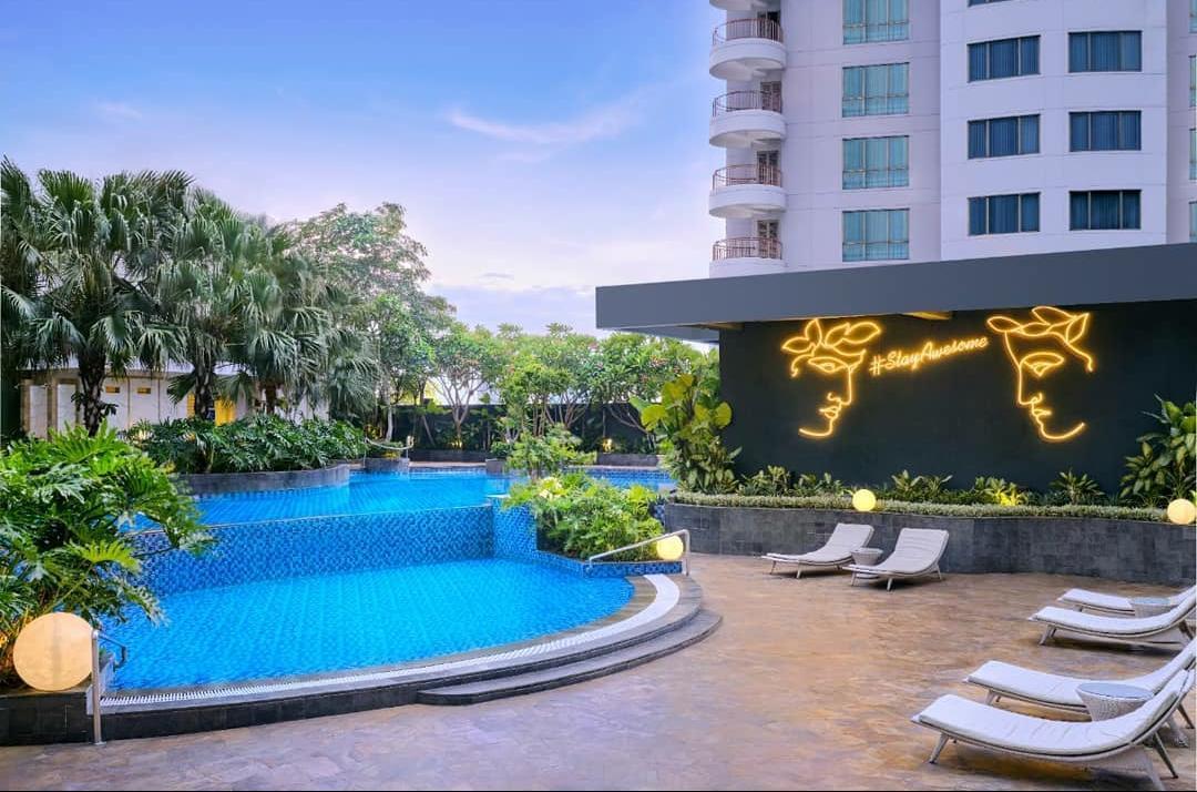 Fasilitas kolam renang di Four Points by Sheraton Surabaya