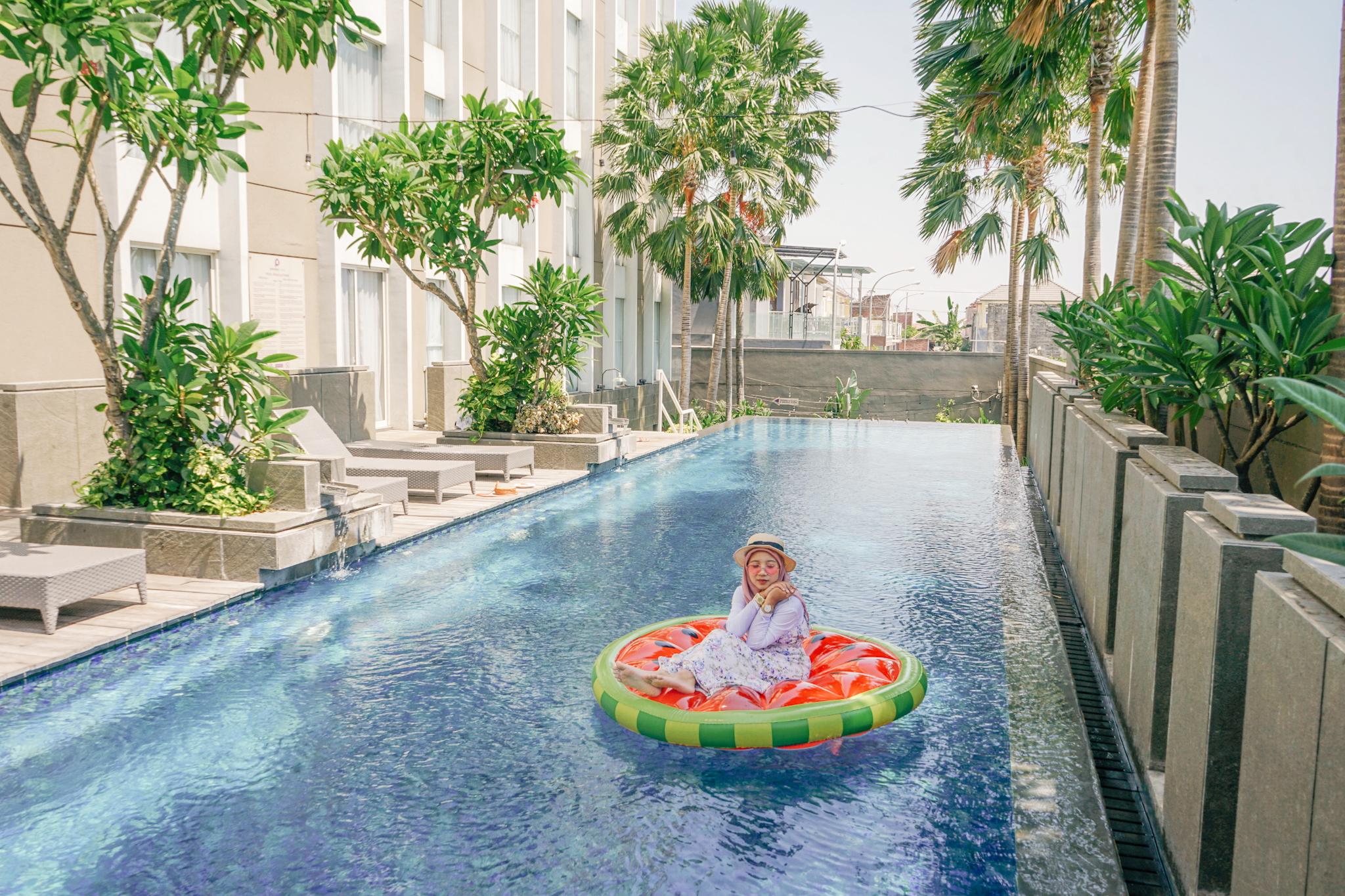 Kolam Renang Hotel Premier Place