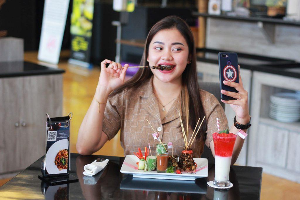Menu Merdeka Quest Hotel Darmo Surabaya, Sate Gogos Kemerdekaan dan Es Semangat Merah Putih