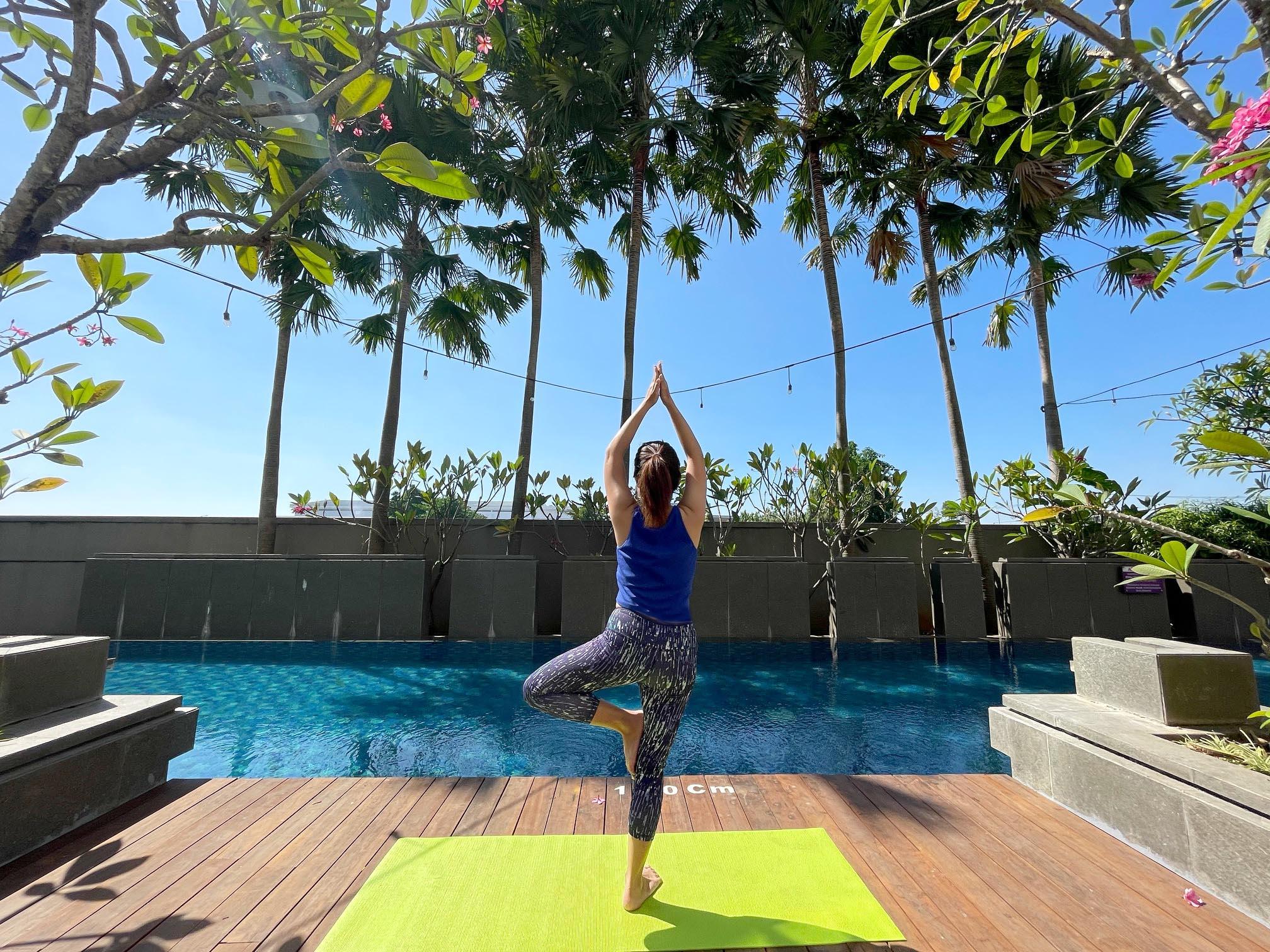Yoga dengan view yang menyejukkan hati
