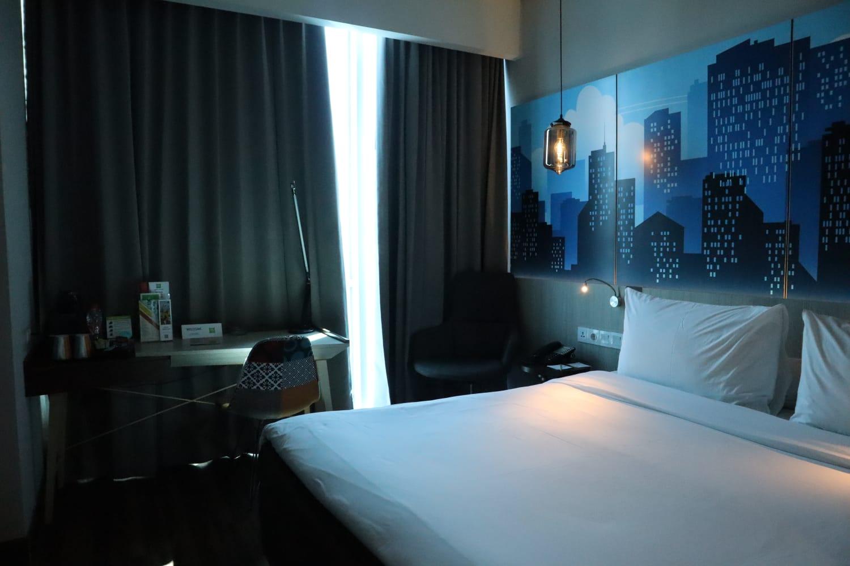 Deluxe room di Ibis Styles Surabaya