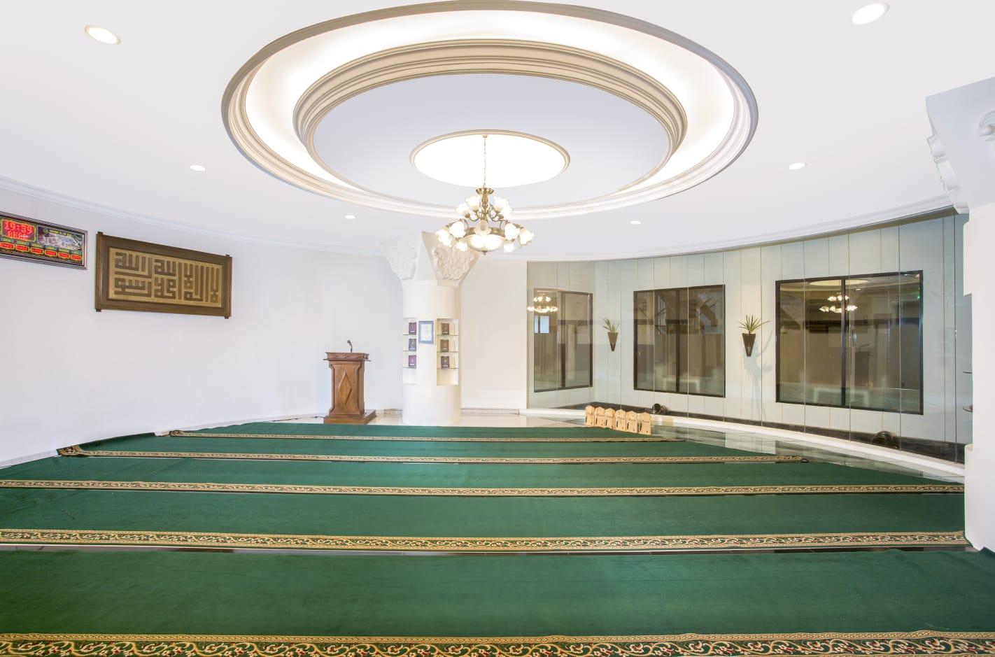 Masjid Al-Mi'raj yang berada di lobby hotel Grand Rohan Jogja